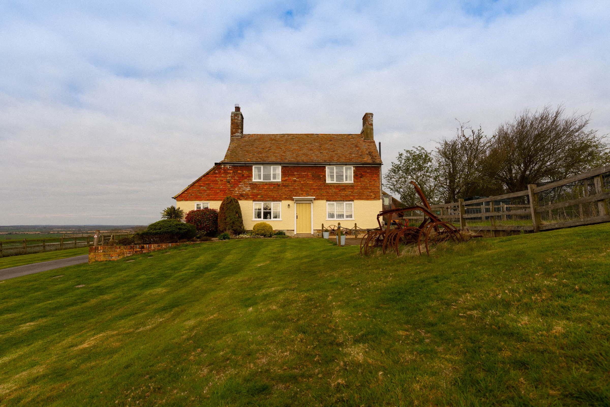 Looking at Coldharbour Cottage face on